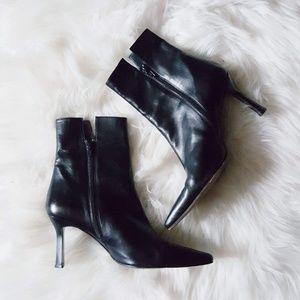 Stuart Weitzman black leather ankle boots size 10